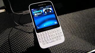 هاتف Blackberry جديد بنظام بلاكبيري